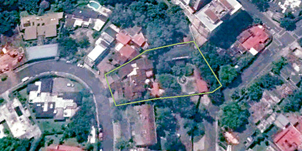 El inmueble incluye dos casas independientes entre sí, una de ellas de dos niveles. Antes de ocuparla Cabrera pidió que se remodelara.