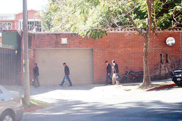 Agente de la SAAS fueron enviados a la casa de Cabrera desde antes que el trato se concretara.